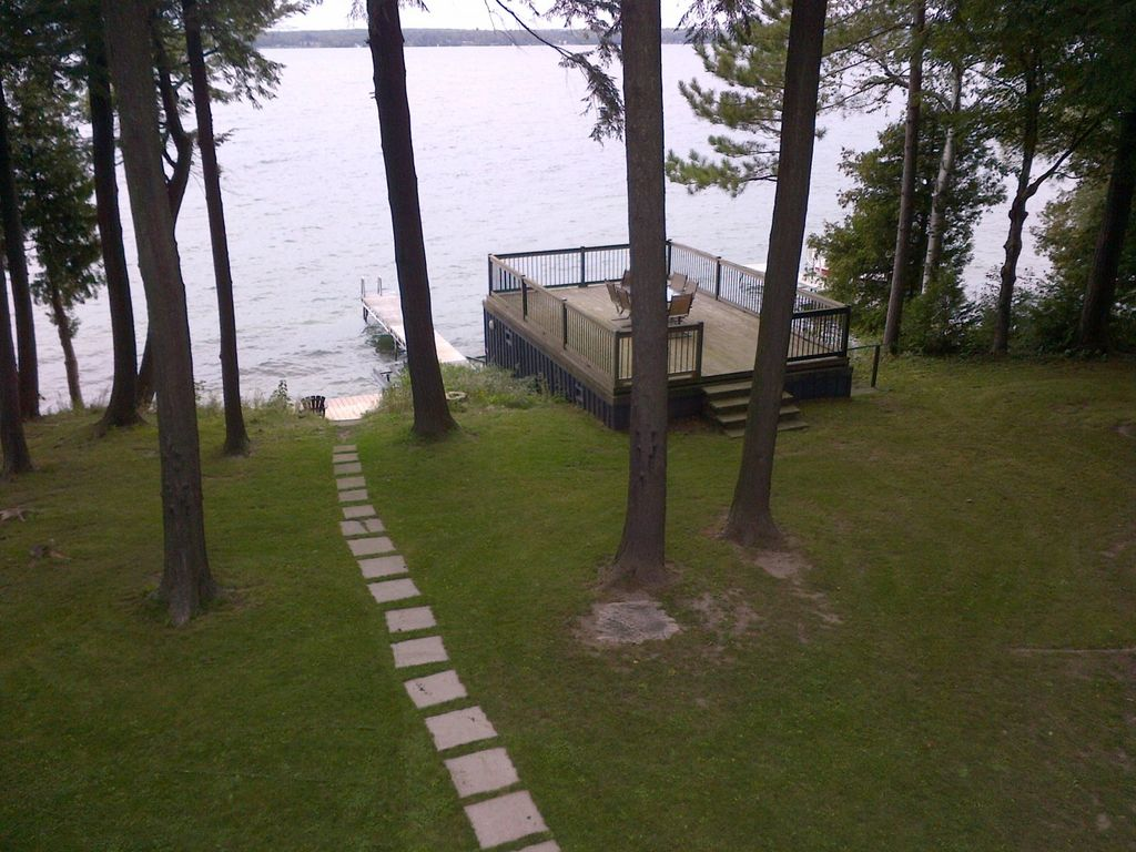 biche canada alberta lac rent cozy lakeside cottage cottages rooms barrie cabin in rentals cabins beae la for