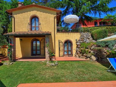 Photo for Cosy apartment for 7 guests with pool, WIFI, TV, panoramic view and parking, close to San Gimign...