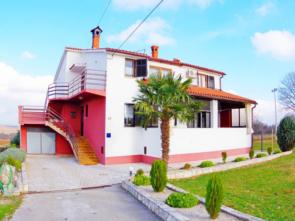 Lovely Countryside Holiday Apartment With 3 Bedroom
