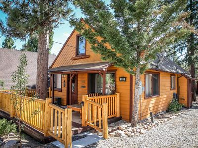 Photo for Log Cabin Feel with WiFi Woodsy and Cozy 2b 1 b Near Lake