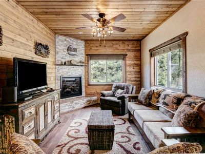 Photo for Crest View, 3 Bedrooms, Fireplace, WiFi, Grill, HDTV, Sleeps 8