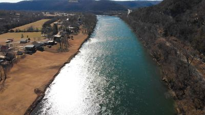 RIVERFRONT CABIN ! Close to All Attractions,  Amazing Views !  Pet Friendly !!