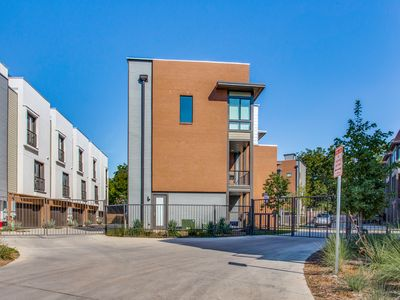Photo for Luxury townhome with rooftop patio located a block away from The Pearl.
