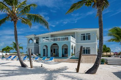 Absolutely stunning villa with Private Pool and private beach access!