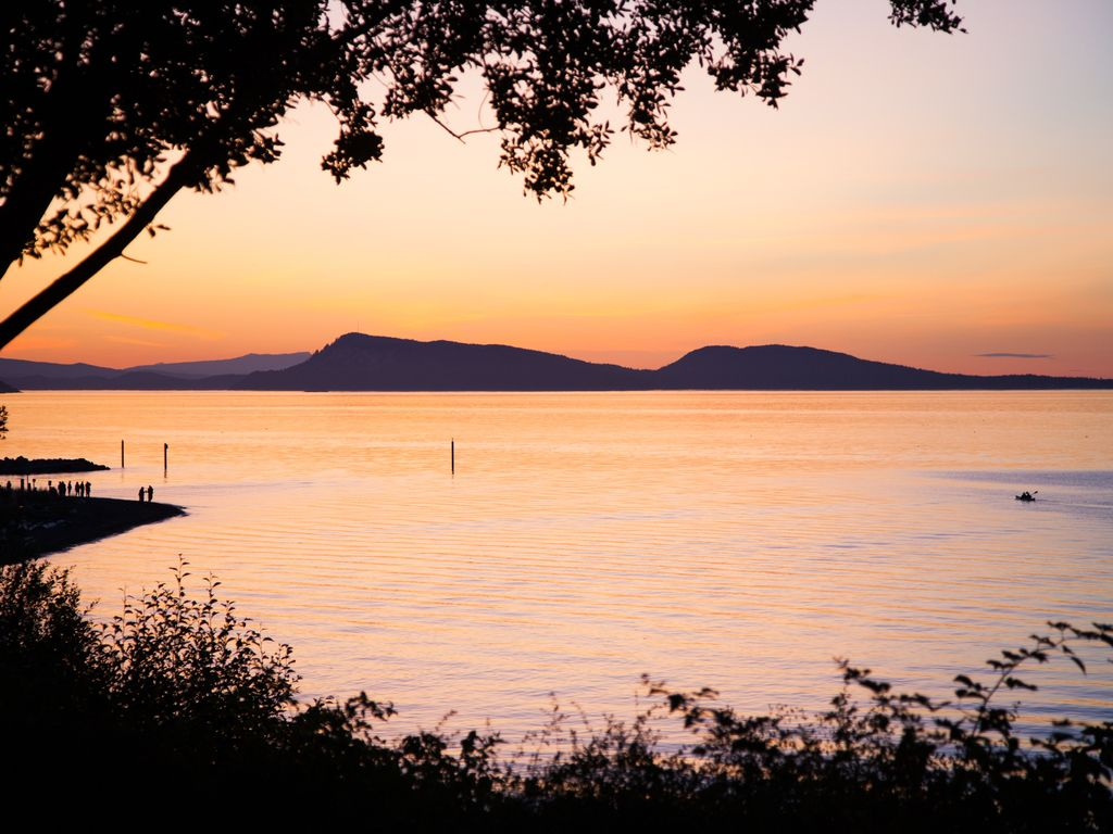 Waterfront home, stunning sunsets, mooring ... - VRBO