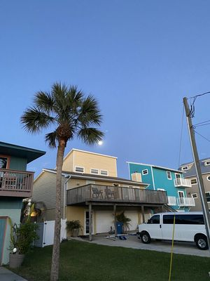 Photo for Featured on Beach Front Bargain Hunt! 2 minutes to sand! Pet friendly!