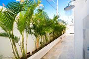 WALK TO BEACH!! Tropical 2 BR 2.5Bath Sleeps 6/WalkTo Beach/HUGE Yard/1680sq.ft.