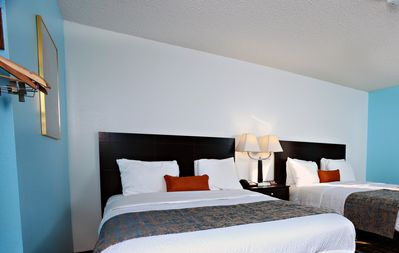 Sky-Palace Inn & Suites Newton / Comfort 2 Queen Bed Non-Smoking