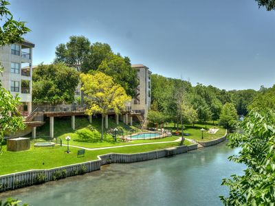 Photo for 2 bedroom/1 bath condo, Private Balcony with gorgeous river view!