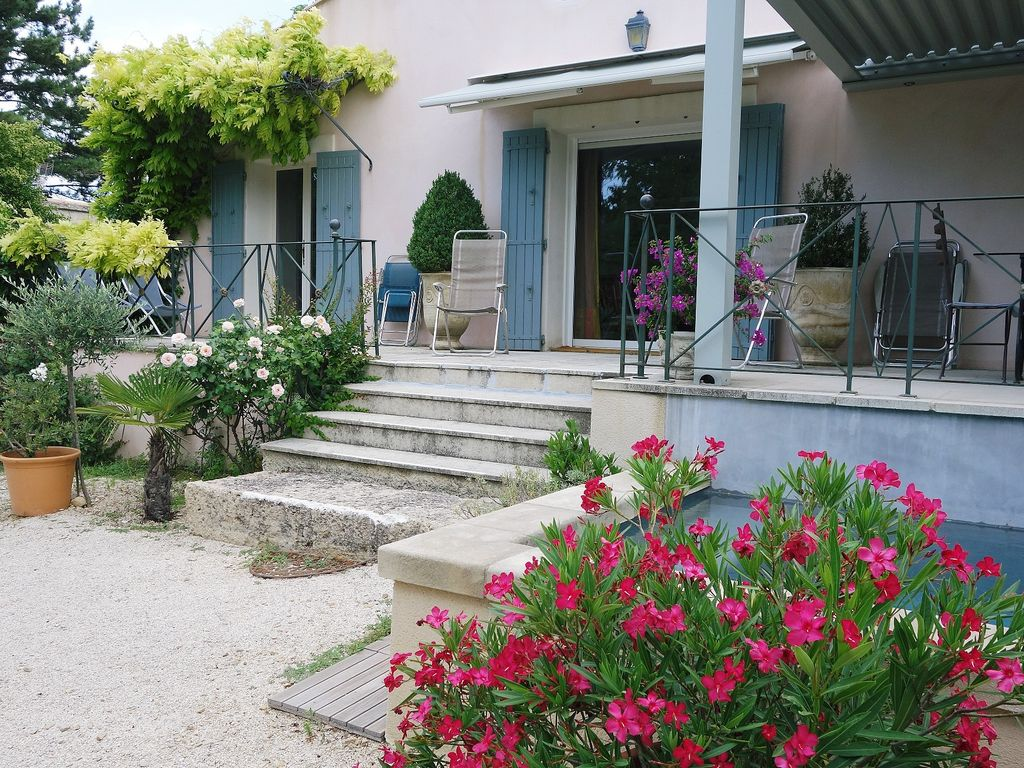 Charming And Quiet House By The Sorgue River, 2 Min Walk Away From The City  Centre
