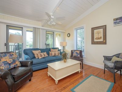 Spacious and Cozy Ocean view, Just minutes to the beach