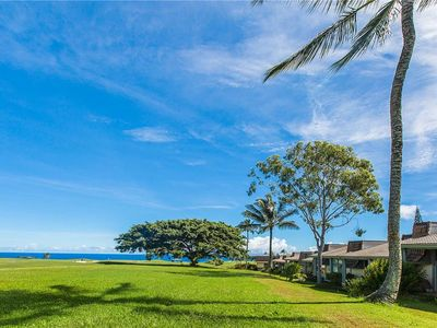 Photo for Private Lanai Deck Upstairs; 180 Degree Panoramic View of Makai Golf Course Green; Large Gas Grill