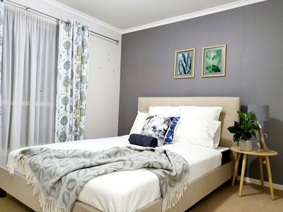 Photo for PEARL ROOM, queen bed, modern comfort, Berwick central