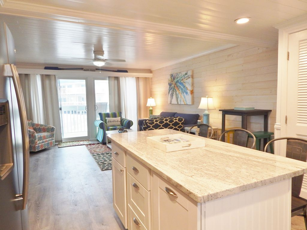 Charming 1 bedroom on the beach, sleeps up to 6.  Enjoy stunning sunsets!