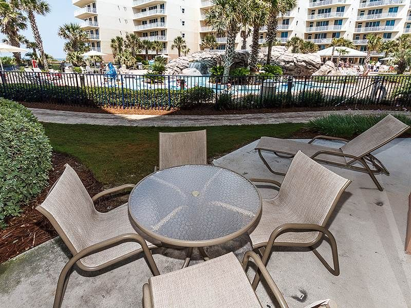 Ground Floor 2 BR SPACIOUS condo! ** Views of the Gulf of Mexico!!and pools!**
