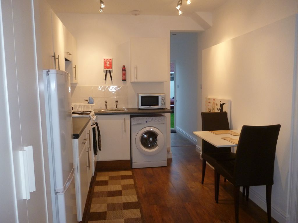 Property Image#12 Self-contained studio apartment +Sky Q TV. Direct travel