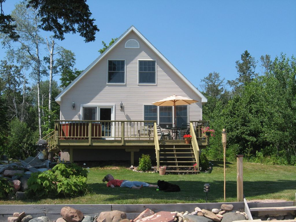 Rabbit bay beachfront home on lake superior vrbo for 10 bedroom vacation rentals in michigan
