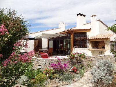 Photo for Detached villa with garden and swimming pool near the sea.