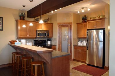 Fully equiped kitchen with heater floors and eating bar for 4 people