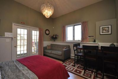 Guest suite amenities include sitting area and dining table