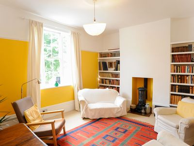 Photo for UP TO 20% OFF - Vibrant 2 bed home, with easy access to central London (Veeve)