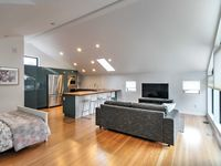 Beautifully designed apartment. Extremely clean!