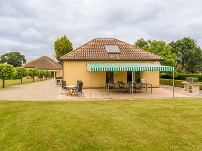 Photo for Modern holiday home with swimming pool near Monbazillac and the vineyards.