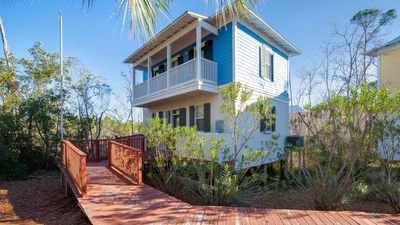 Quiet Lake Front Home - Short Walk to Beach
