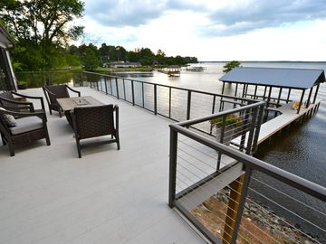 Fresh, Contemporary Lake House with Gourmet Kitchen and 2 Boat Slips