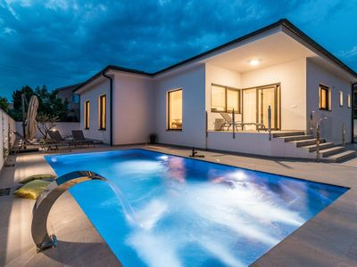 Photo for Charming villa near Pula with private pool, 5 climate, BBQ, Wi-Fi and sunbeds