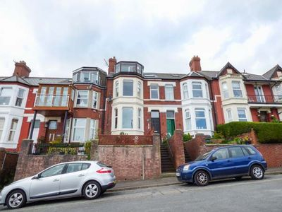 Photo for UPSTAIRS FLAT CROW'S NEST in Barry, Ref 932362
