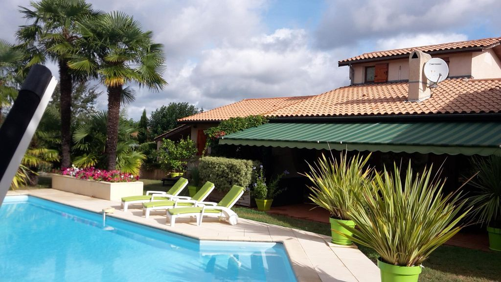Tres agreable villa avec piscine pres de bordeaux for Piscine blanquefort