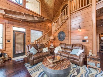 Welcome to Bear Elegance - From the moment you pull up to this 3,700-square-foot, three-bedroom deluxe lodge, you'll know you're about to enjoy a truly special vacation.