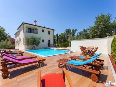 Photo for Top furnished apartment with pool near Porec
