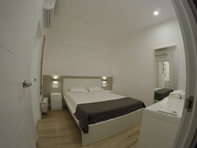 Photo for Lovely double room with ensuite bathroom and air conditioning