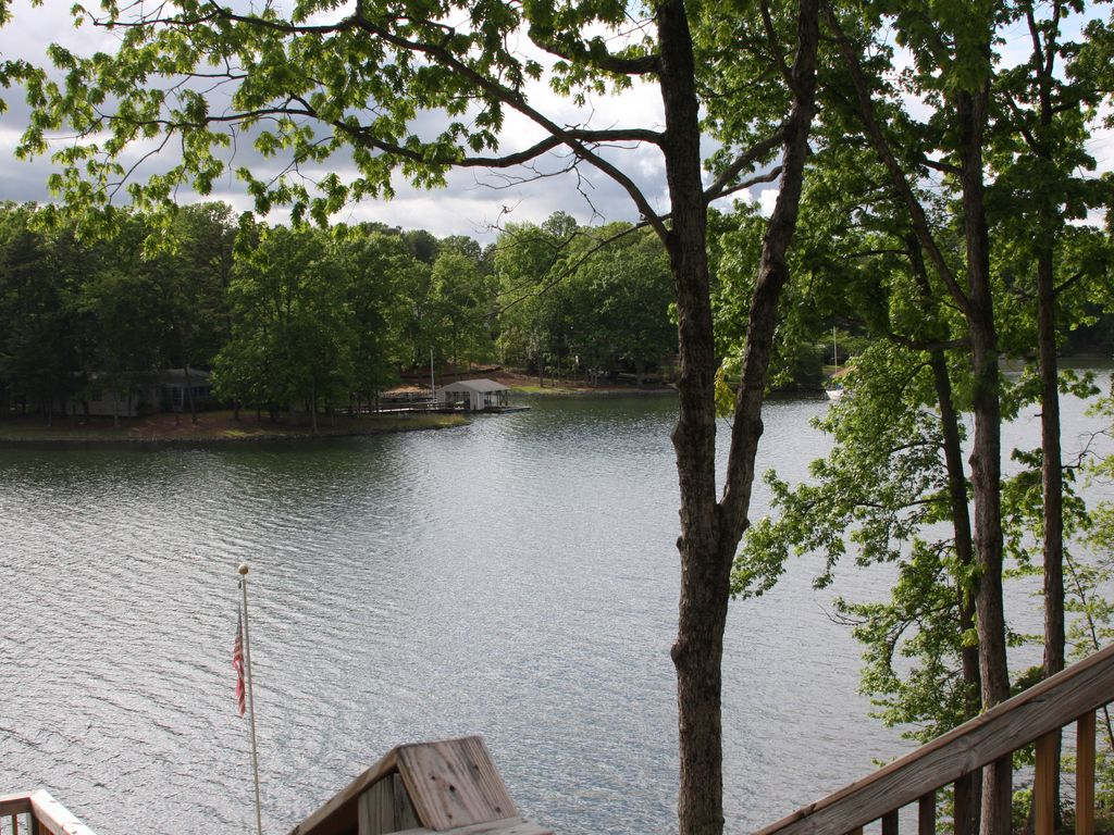 Lake life retreat waiting for you 4 br lake vrbo for Charlotte motor speedway condo rental