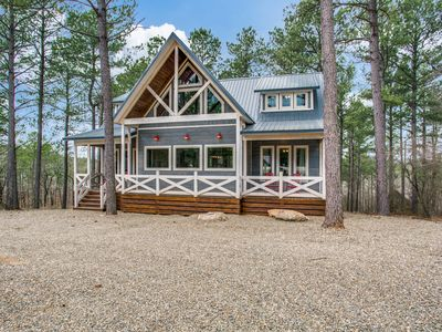 Photo for ★SeaEsta in the Pines★ Luxury Cabin 5 mi from Lake, 4Br/4Bth, Sleeps 11, Hot Tub