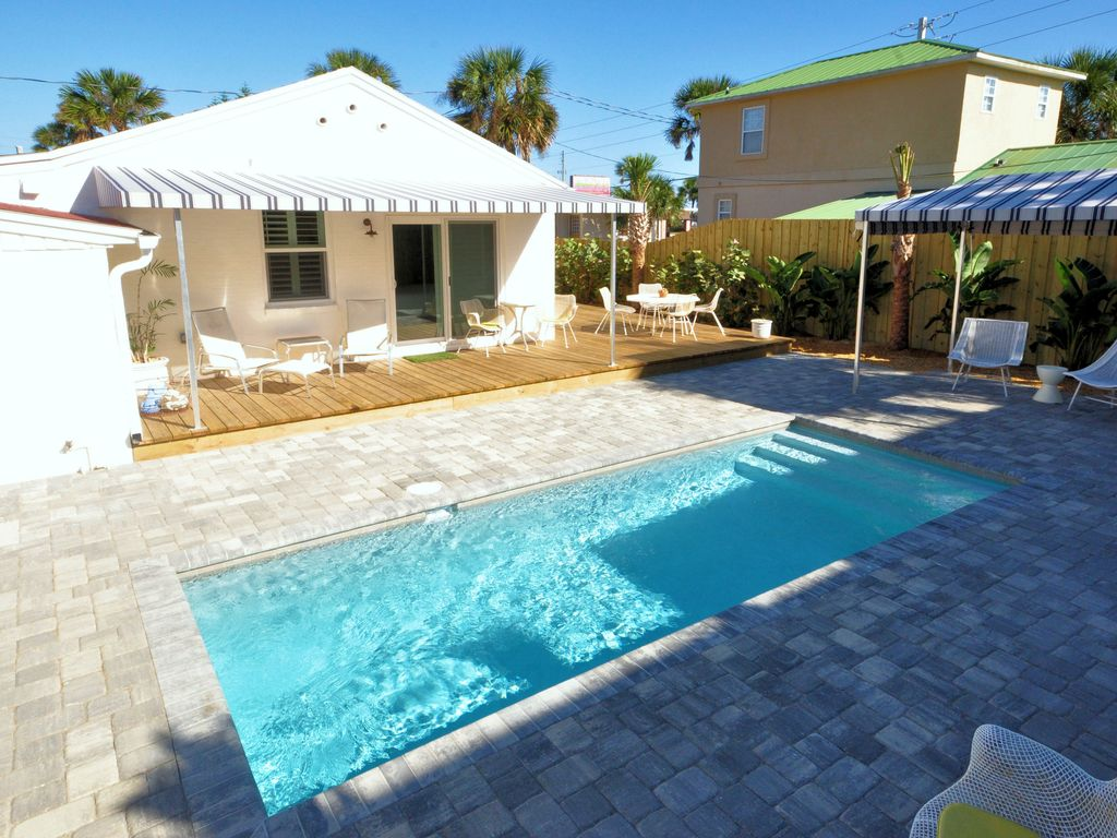 bright 1940 u0027s beach cottage with pool u0026 vrbo