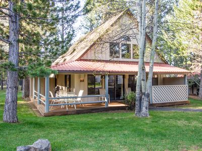 Photo for Cozy cabin, Hot Tub, Community Pool, Fireplace, Bikes, BBQ, Free Wifi- CIRC23