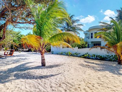 Photo for Gorgeous house w/covered patio, gourmet kitchen, easy beach access