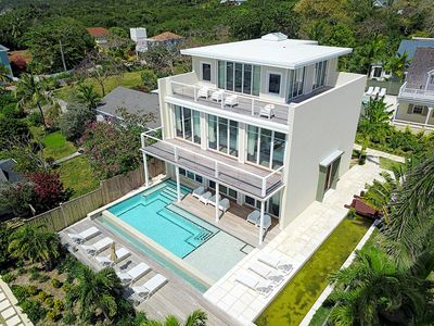 ❋ Luxurious Modern Home with Infinity Pool and Stunning Harbour Views❋