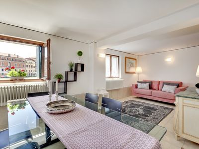 Photo for OPEN SPACE GROUND FLOOR WITH BREATHTAKING VIEW ON THE GRAND CANAL