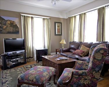 Parlor with TV and wifi comfortable and spacious