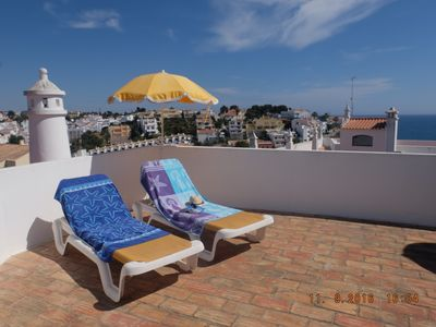 Photo for Apartment with its own roof terrace and sea view in Monte Carvoeiro