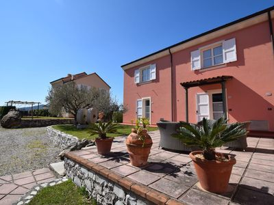 Photo for Beautiful apartment for 6 guests with WIFI, pool, TV, balcony, pets allowed and parking