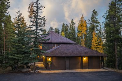 Jane's Lodges features The Black Bear Lodge in Breckenridge, Colorado