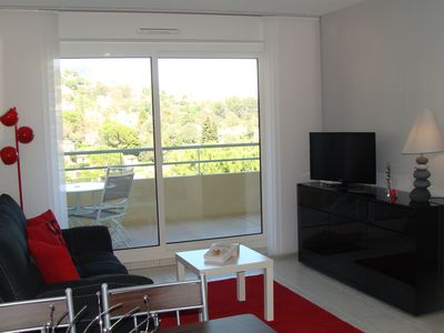Photo for 2 room apartment, near downtown. Quiet and pleasant. Garden swimming pool.
