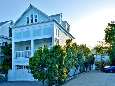 Downtown Retreat - A++ Location W/ Private Heated Pool/Hot Tub