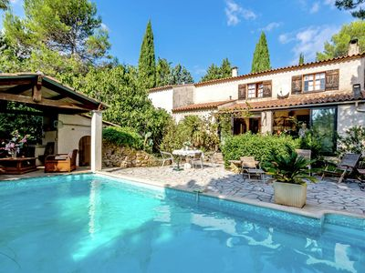 Photo for Comfortable holiday home with antique interior, pool and terrace/conservatory in Le Luc
