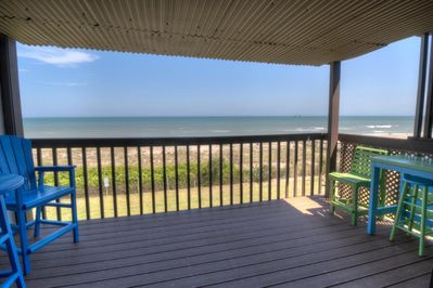 Expansive views from pier to pier are available from the deck.